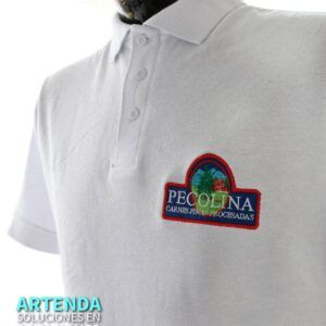 Camisa tipo polo bordada